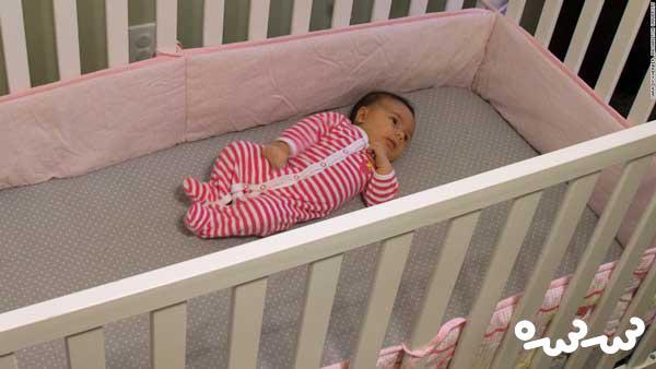 آیا نیاز است نوزاد را داخل گهواره بخوابانید؟
