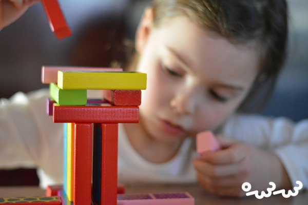 اسباب بازی زیاد ، تمرکز و خلاقیت کودک را کم می کند