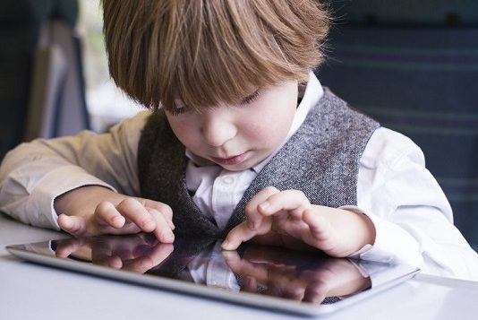 اعتیاد کودکان به تلفن همراه و راهکارهای مقابله با آن