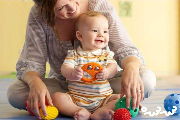 بازی توپ پنبه ای ؛ یک سرگرمی مفید برای کودک زیر سه سال