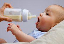 فواید و مضرات تغذیه نوزاد با شیر خشک