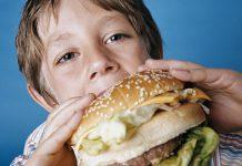 مراقب پرخوری کودکان در عید نوروز باشیم