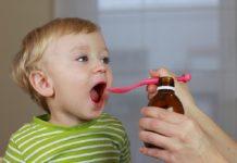 هرگز برای دارو دادن به کودک از قاشق استفاده نکنید