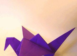 اوریگامی پرنده در حال پرواز