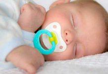 آیا پستانک خوردن کودک در خواب خطرناک است؟