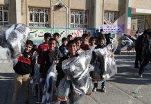 اهدای بسته های کمک آموزشی به دانش آموزان زلزله زده کرمانشاه