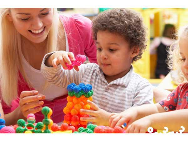 پرستار کودک یا مهدکودک، کدام مطمئن تر است؟