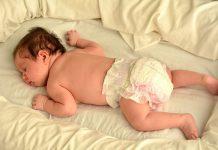 خواباندن نوزاد روی شکم از چه موقع بهتر است؟