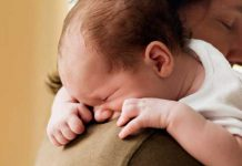 علائم و درمان رفلاکس معده نوزادان