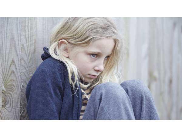 علائم-و-نشانه-های-کودک-گوشه-گیر-۲