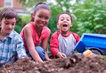 فواید بازی کودکان با خاک،آب و آتش