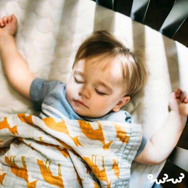 خوابیدن کودک کنار پدر و مادر