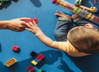 اسباب بازی زیاد مانع رشد فکری کودک نوپا می شود
