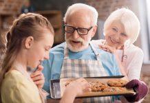 با مادربزرگ و پدربزرگ هایی که به بچه ها تنقلات می دهند چه کنیم؟