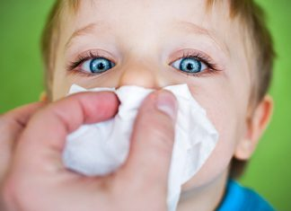 کیپ شدن بینی نوزاد در شب را چگونه برطرف کنیم؟