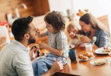 چگونه می توانید یک شنونده برای حرف فرزندانتان باشید ؟