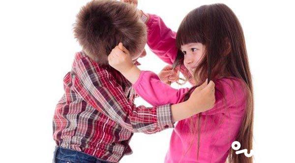 کشیدن مو در کودکان و برخورد با آن
