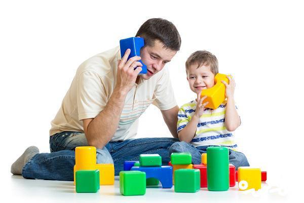 کودک آنچه را که می بیند یاد می گیرد، نه آنچه که می شنود