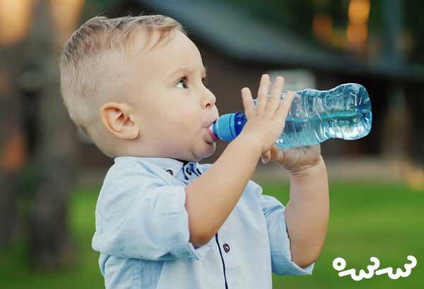 کودک باید روزی چقدر آب بخورد؟