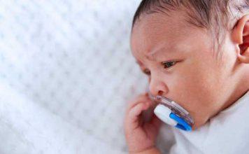 یک ترفند ساده برای پستانک دادن به نوزاد