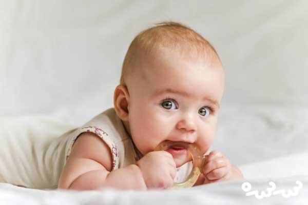 ۴ راه حل برای کاهش درد دندان درآوردن نوزاد