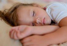 ۸ ترفند برای خواب راحت کودک
