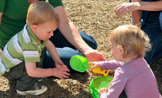 چگونه به اجتماعی شدن کودک کمک کنیم؟