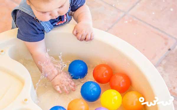 آب بازی کودک نوپا چه فوایدی دارد؟