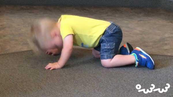 جلب توجه دلیل سر تکان دادن نوزادان