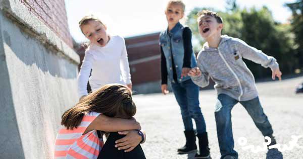 چگونه بفهمیم کودک مورد آزار قلدرهای مدرسه قرار گرفته؟
