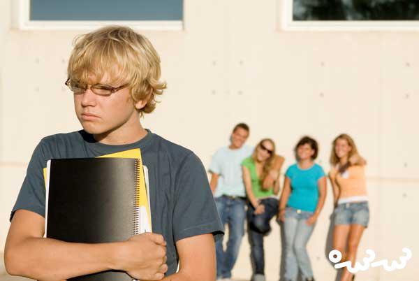 آسیب هایی که قلدرهای مدرسه به بچه ها می زنند