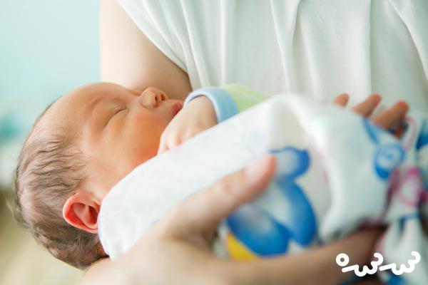 علت داغ بودن سر نوزاد