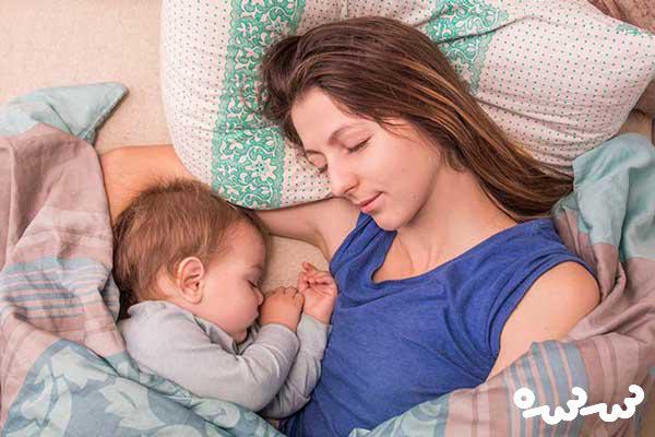خواباندن نوزاد کنار والدین