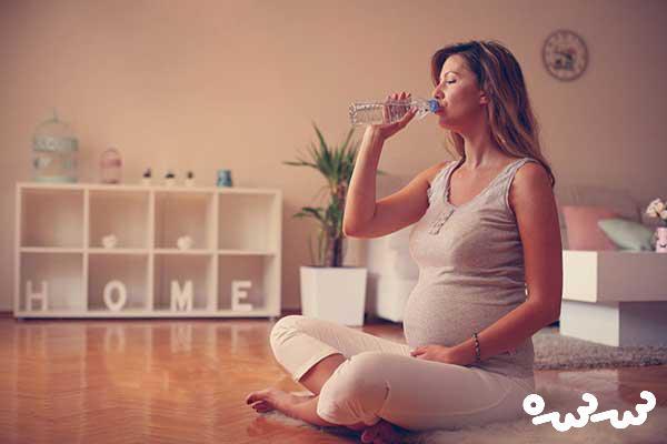 در بارداری چقدر آب بخوریم