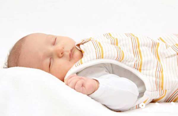 علت کلافگی نوزاد در خواب