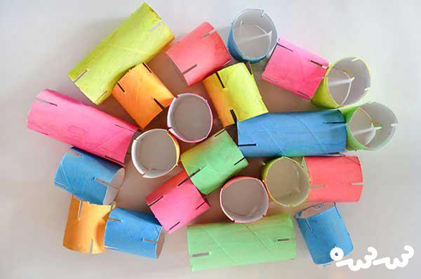 پازل رنگی با رول دستمال کاغذی